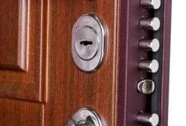 Входные двери: выбираем железного сторожа